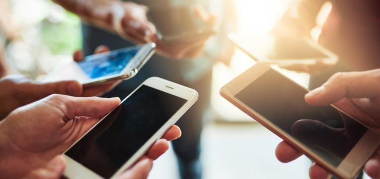 pessoas usam iphone