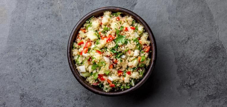 Atum com quinoa, cogumelos e alho francês