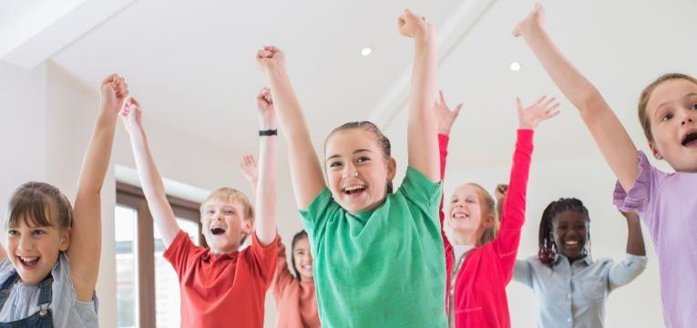 benefícios do teatro infantil