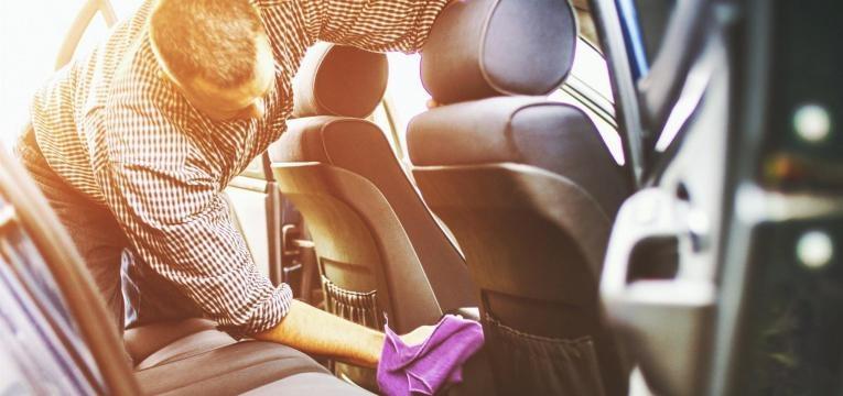 como limpar carro por dentro