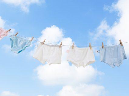 roupa interior a secar ao ar livre