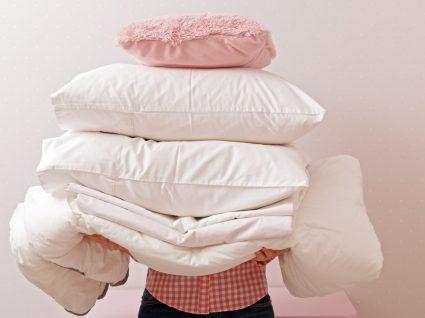 pessoa a acabar de lavar almofadas