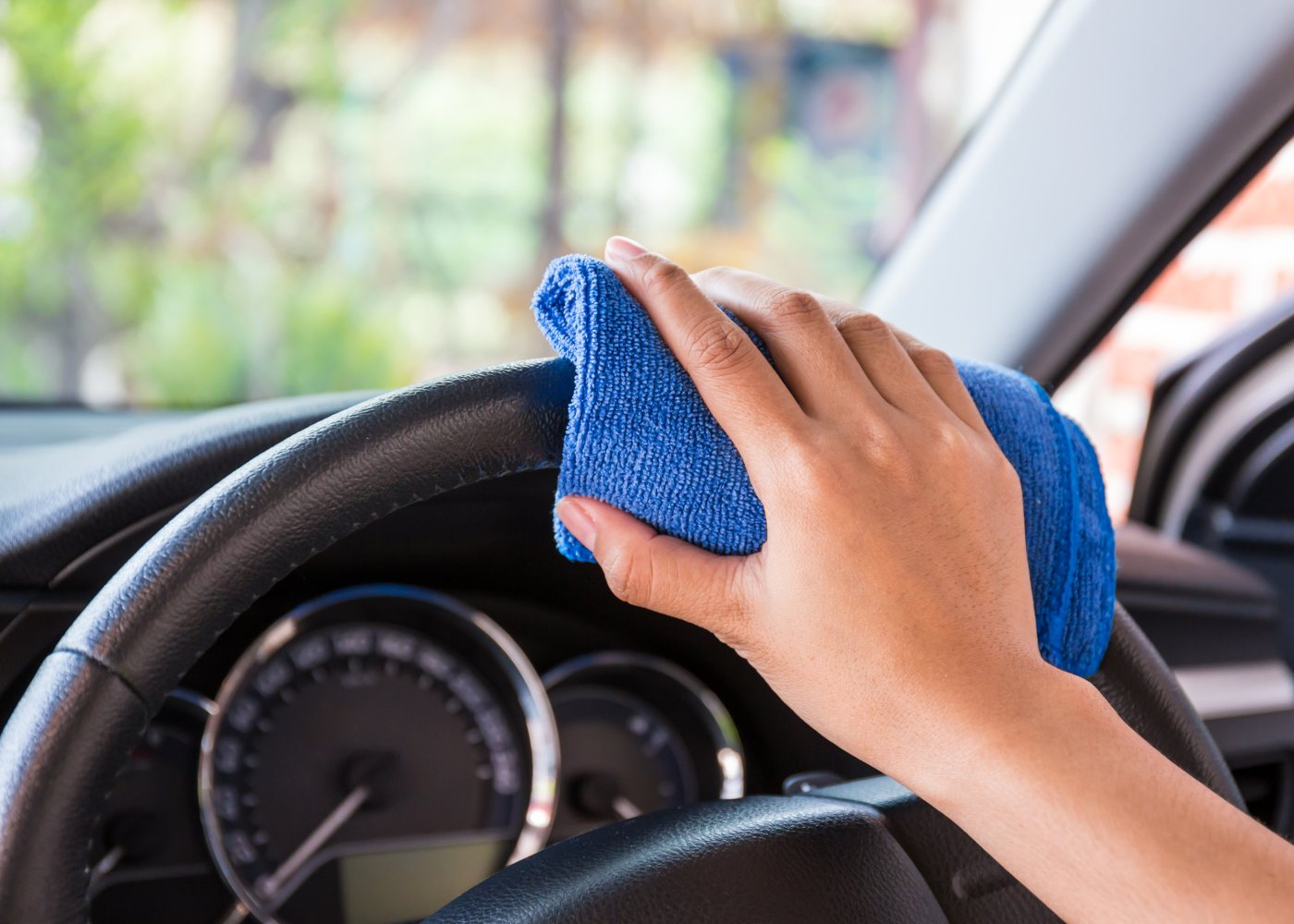 Limpar volante de carro