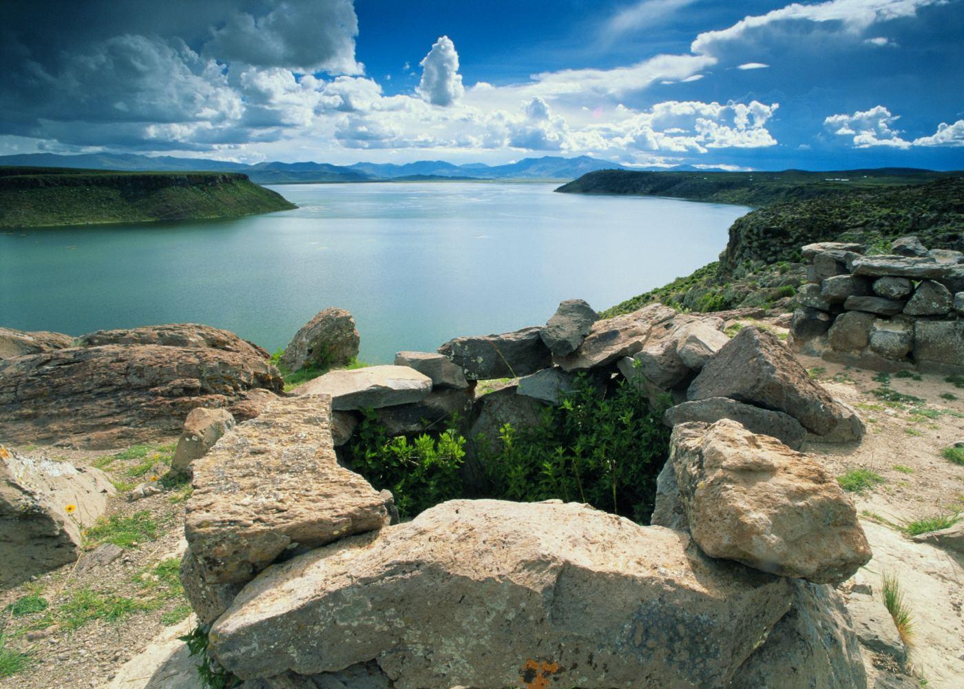 Panorâmica do lago Titicaca