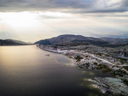 Lago na Serra da Estrela no verão