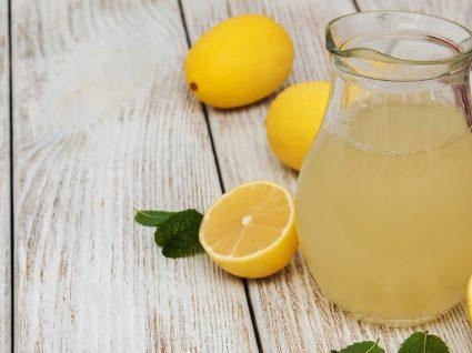 4 receitas de limonadas para uma refeição bem refrescante
