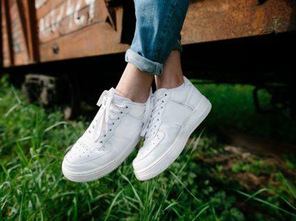 Como limpar sapatilhas brancas sem erros e deslizes