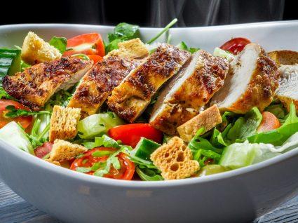 Salada de frango: 5 ideias para qualquer refeição