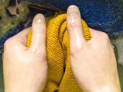 Tirar manchas da roupa: soluções caseiras e eficazes