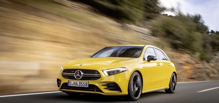 Mercedes Classe A amarelo