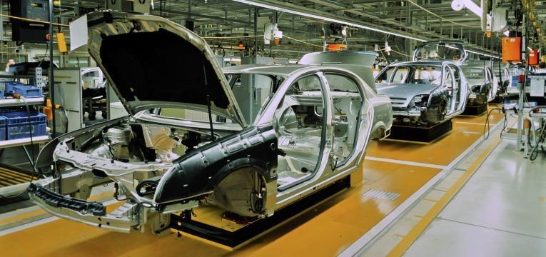 fabrica de produçao de automoveis