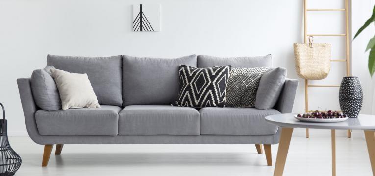 sofá cinzento sala moderna