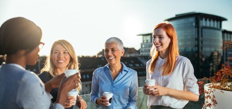 mulheres a conversar