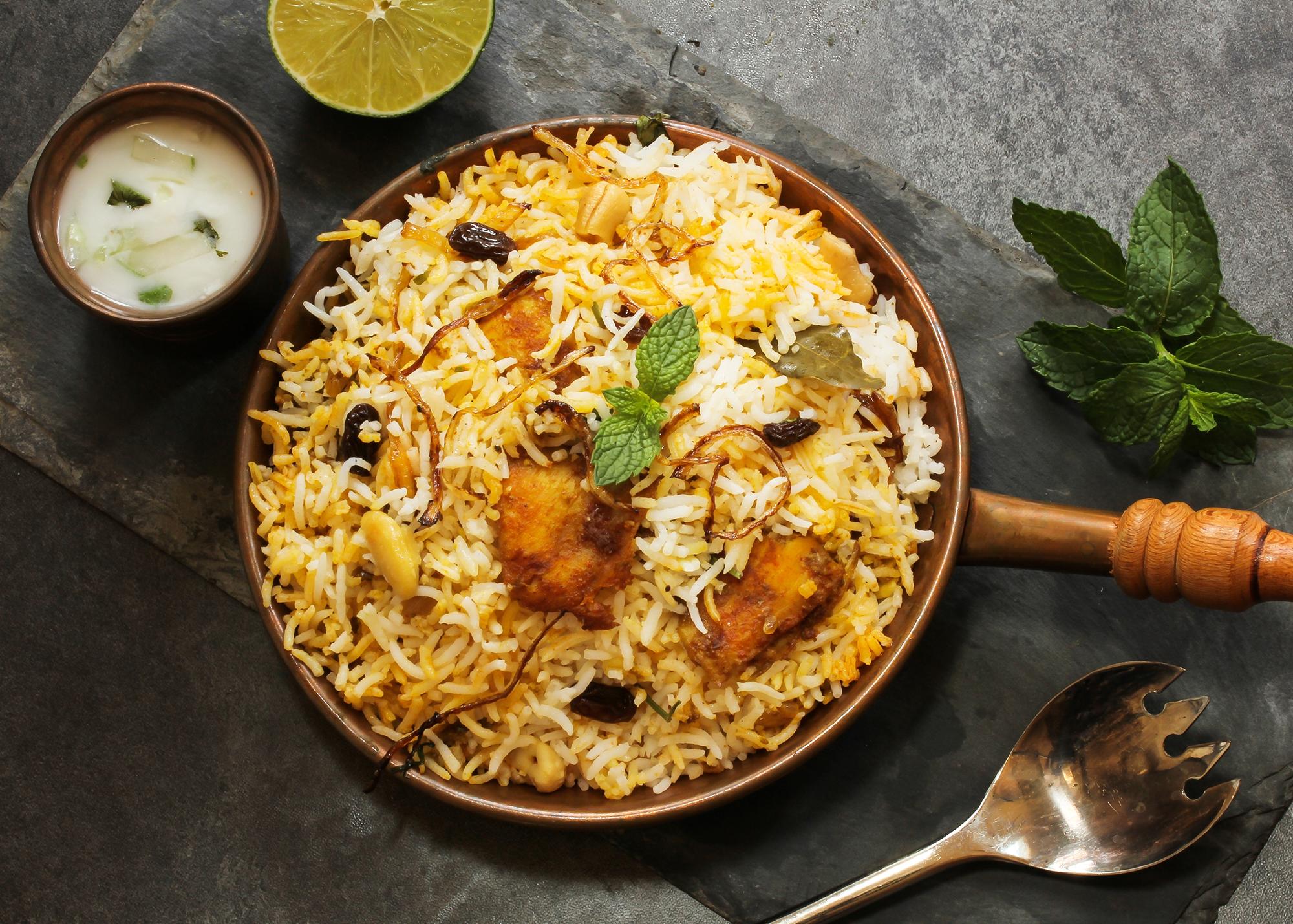arroz com peixe frito
