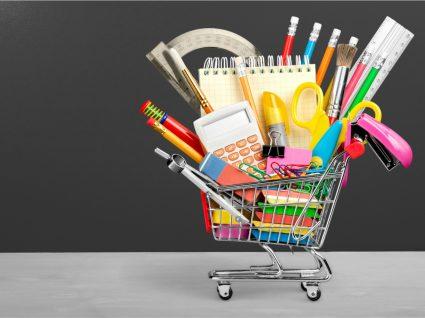 carrinho de compras de material escolar