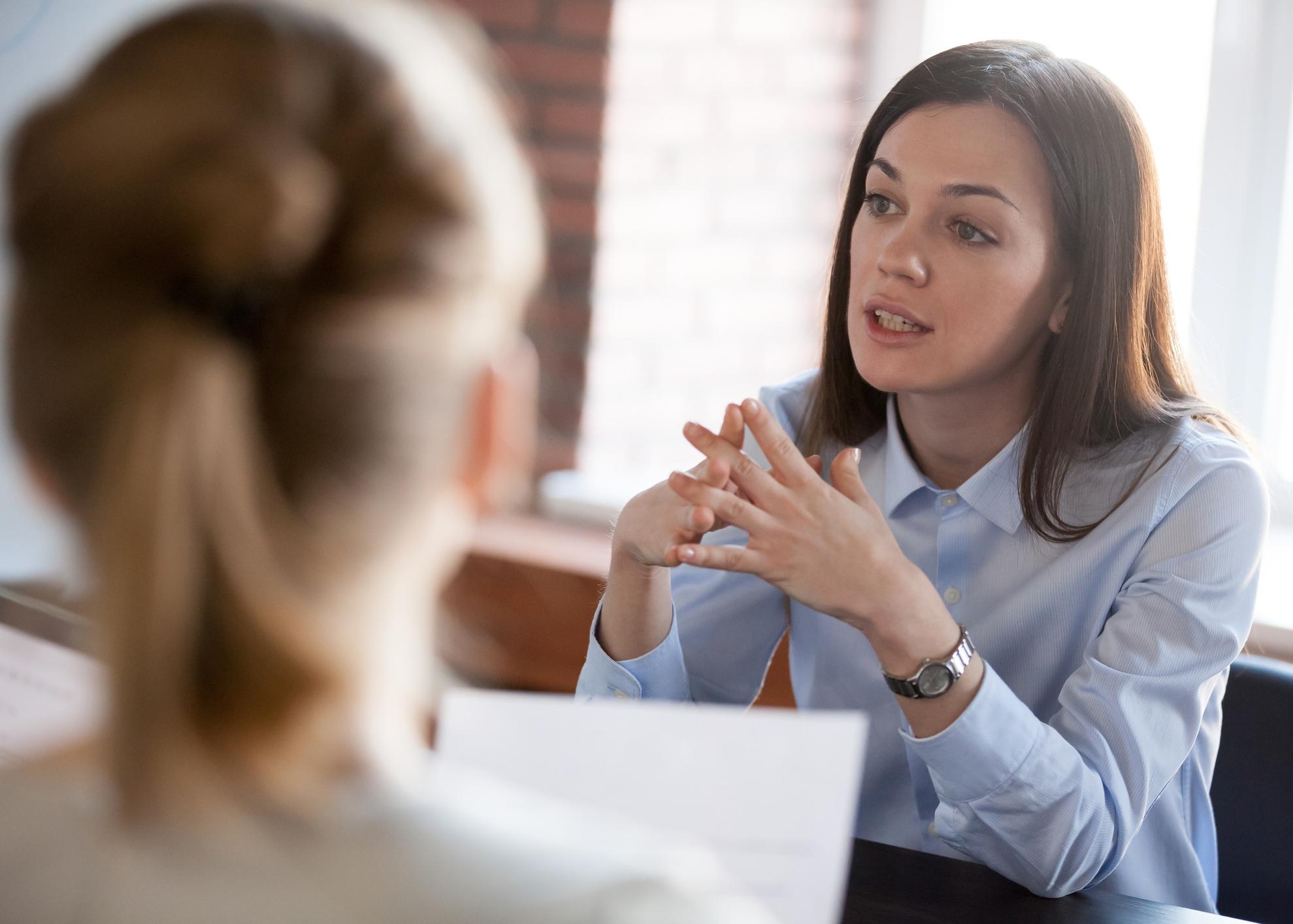 conversar colegas trabalho
