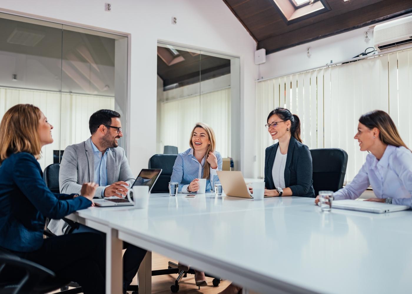 colegas de trabalho em reunião