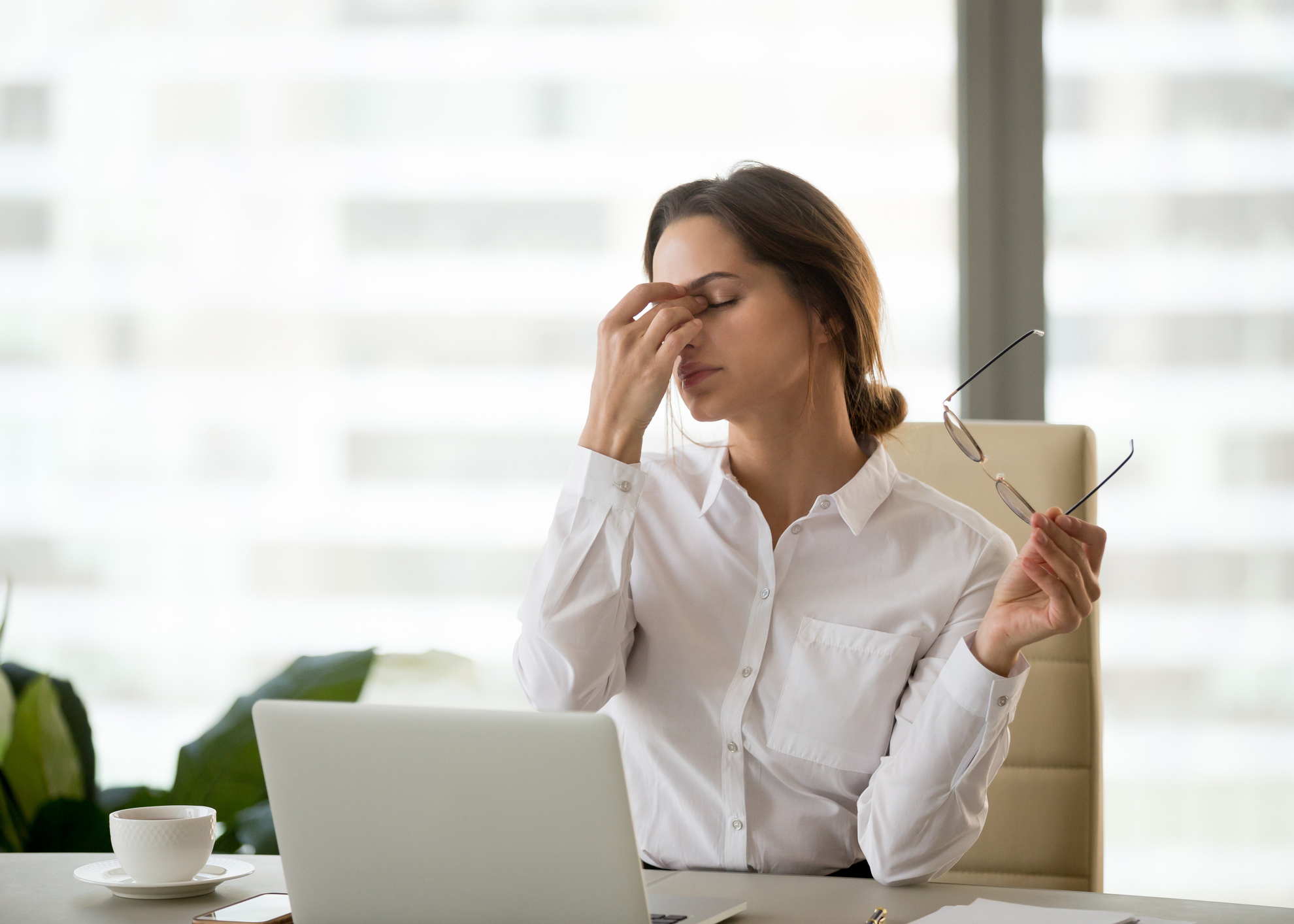 mulher cansaco trabalho