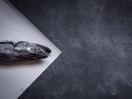 pescadinha-de-rabo-na-boca