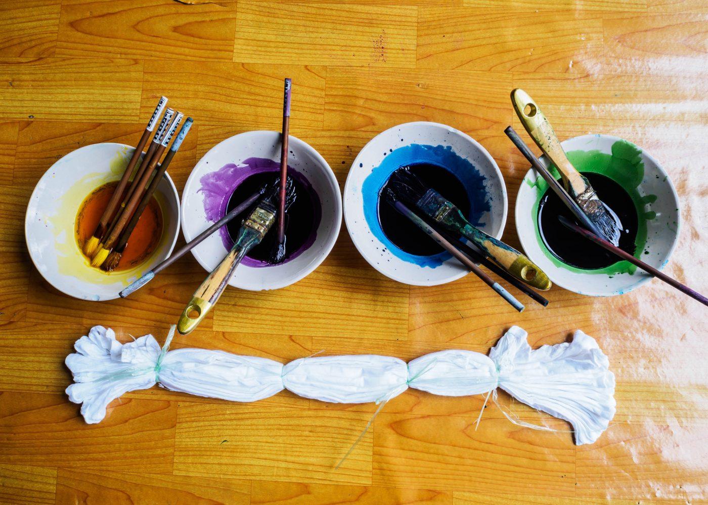Aprenda como tingir tecidos e fibras naturais utilizando