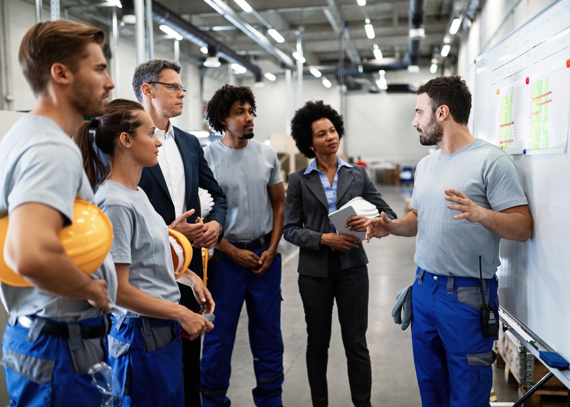 trabalhadores fabrica