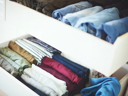 roupa organizada na gaveta
