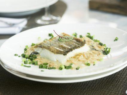 filetes de peixe-espada com molho tártaro