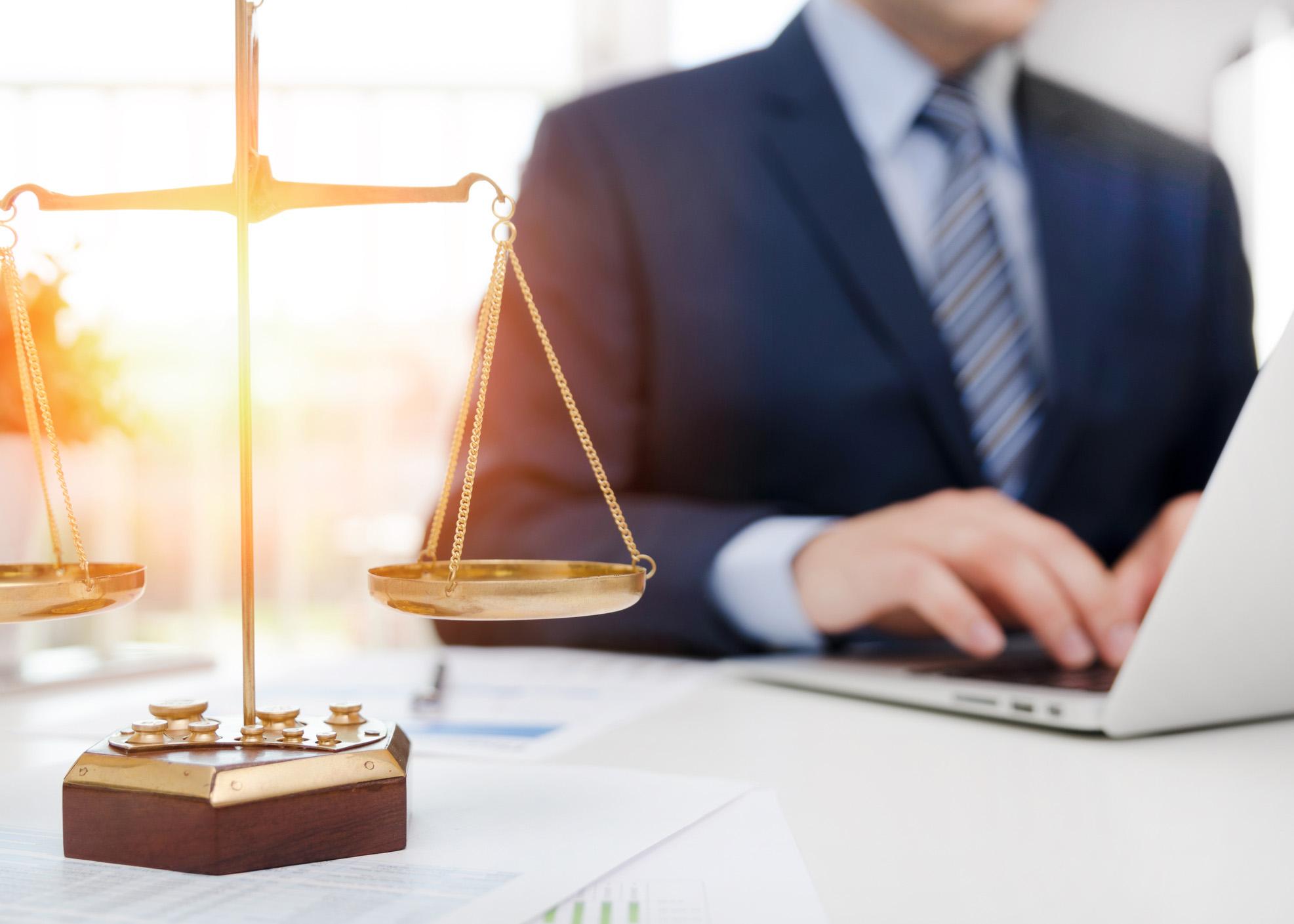 Advogado a trabalhar