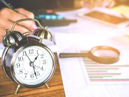 pessoa a calcular horas do banco de horas