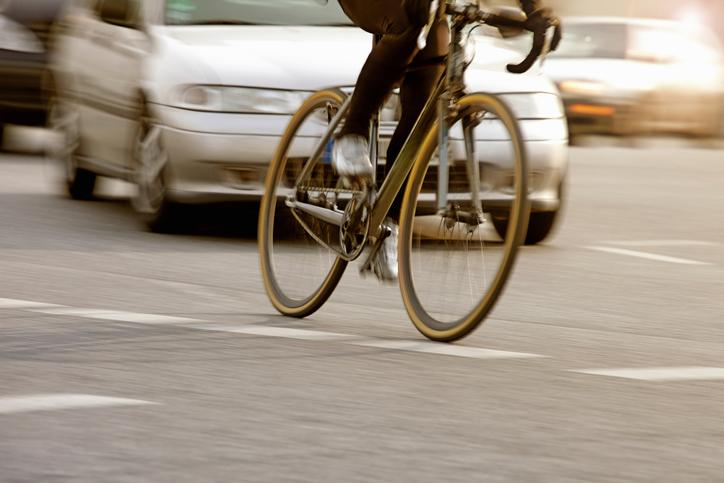 carro e bicicleta