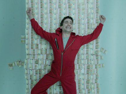 Actor da Casa de Papel em cima de dinheiro