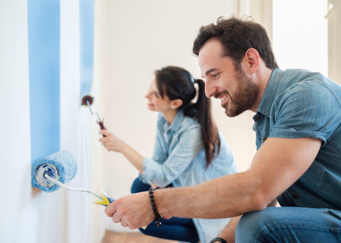 casal pintar casa