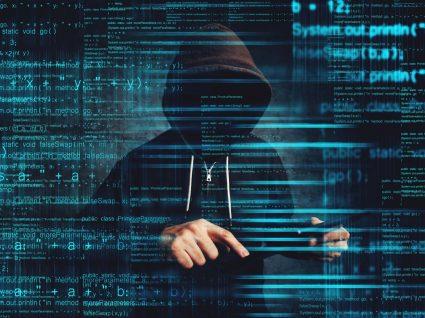 Hacker a ganhar dinheiro com dados roubados