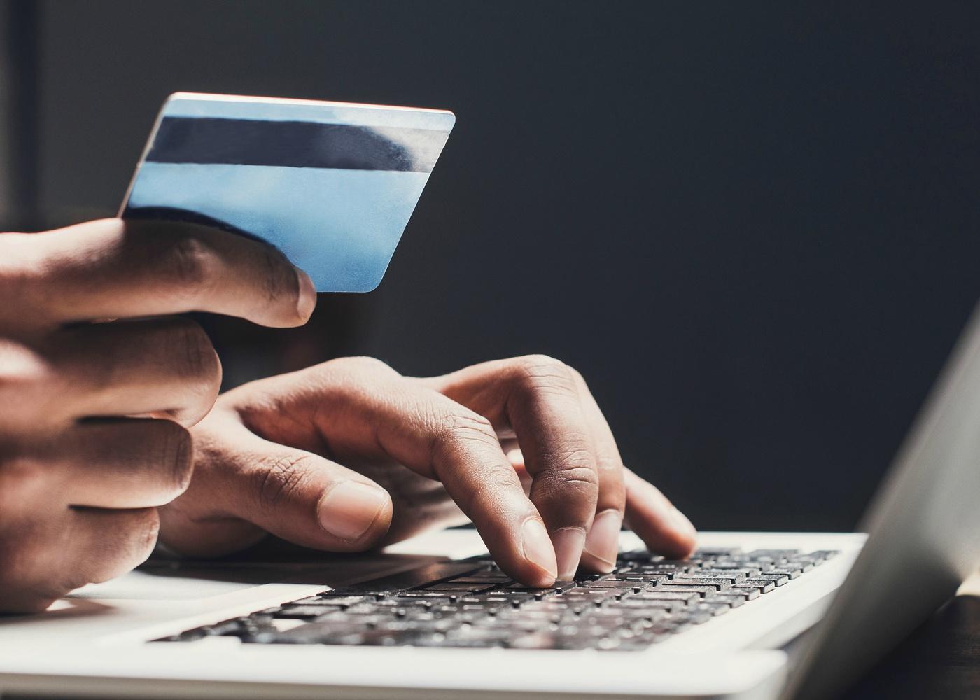 evitar fraudes em carões de crédito ao fazer compras online