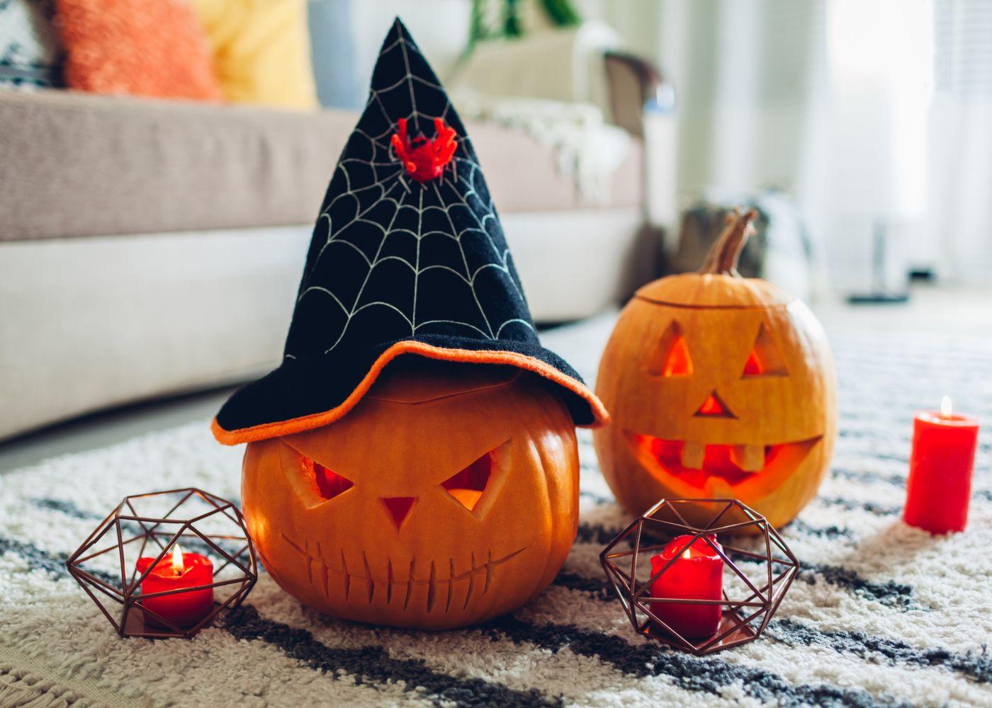 decoração de halloween no chão da sala