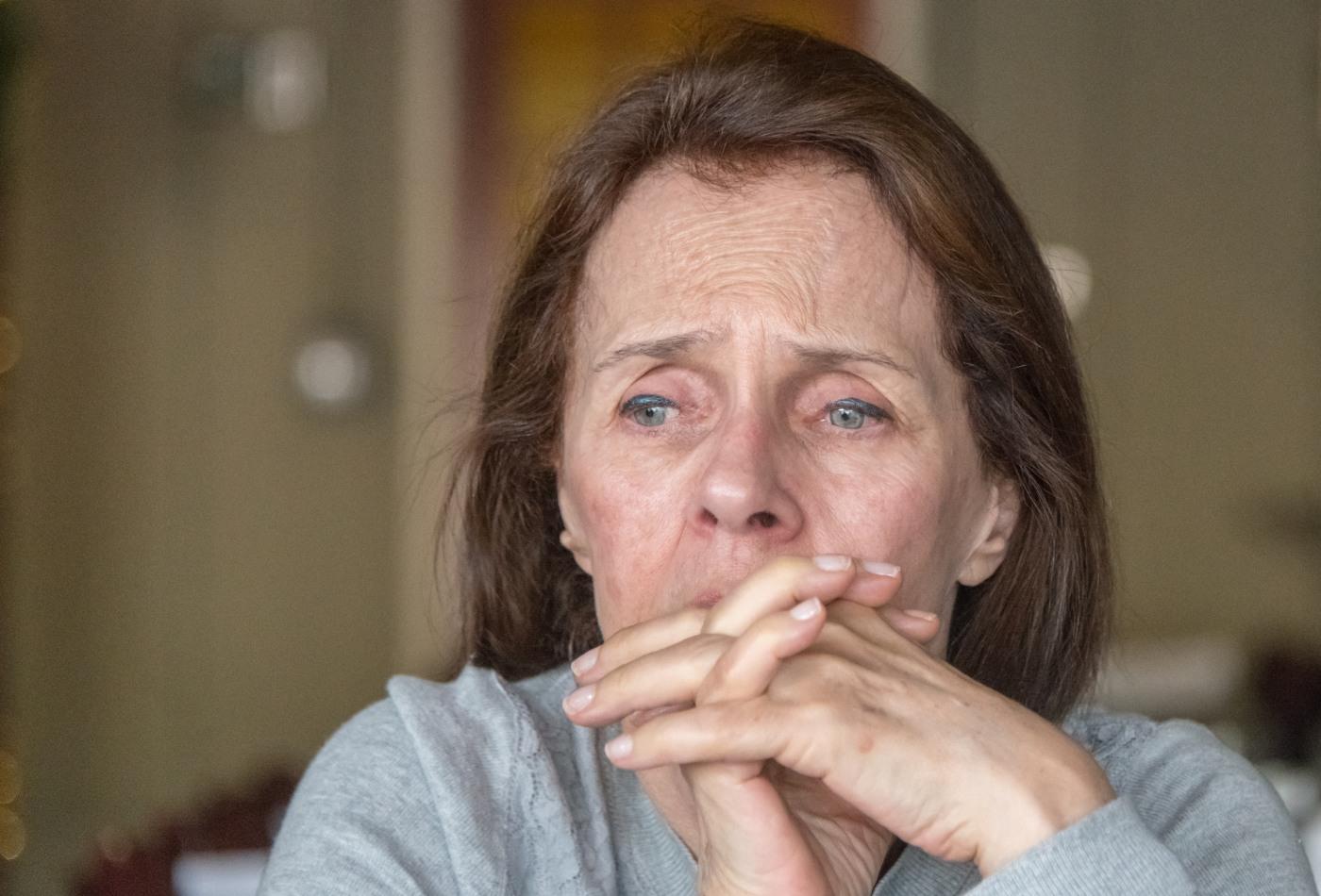 Mulher com sinais de depressão