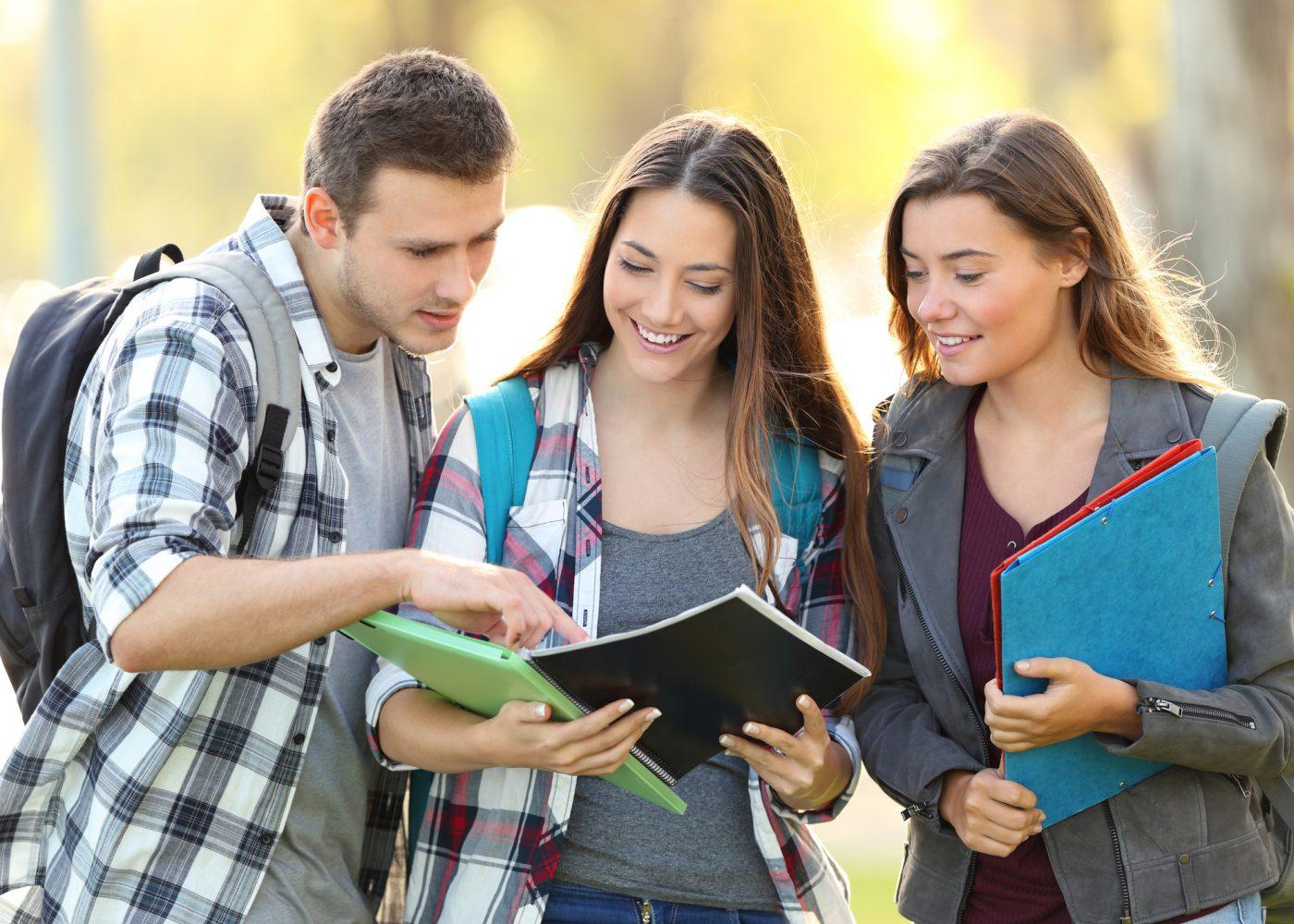 estudantes universidade