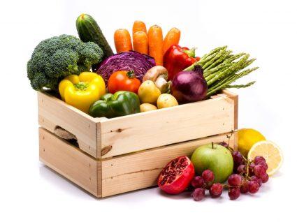 Caixa com frutas e legumes