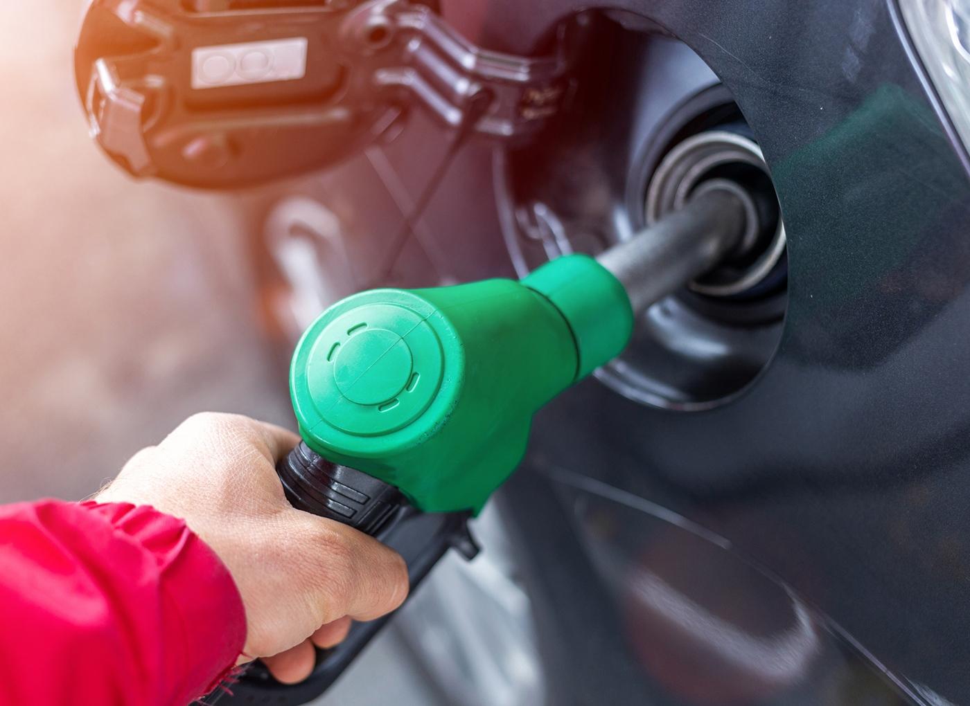 Sabe quanto paga de impostos em cada 10 litros de gasolina