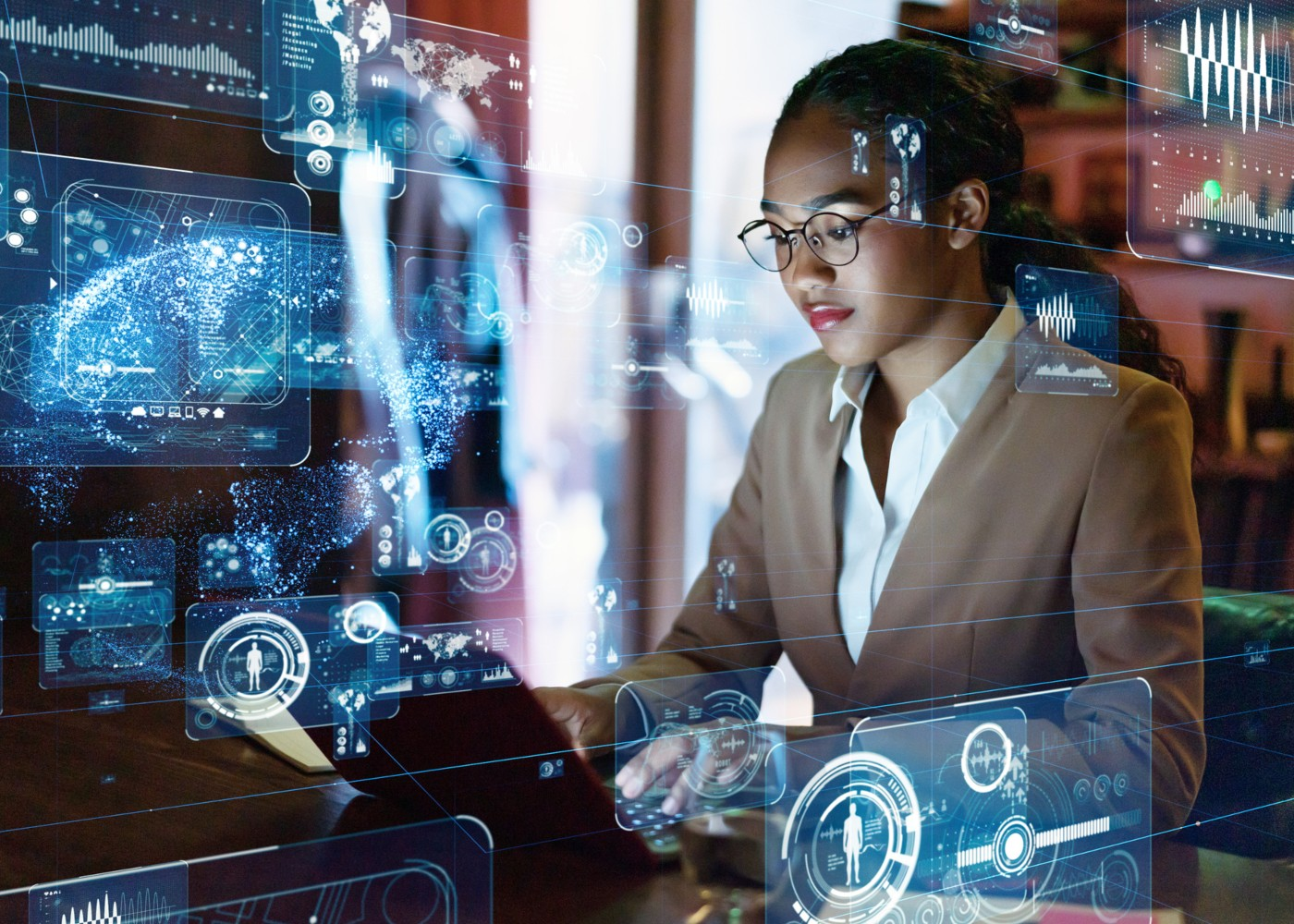 mulher a trabalhar com inteligência artificial