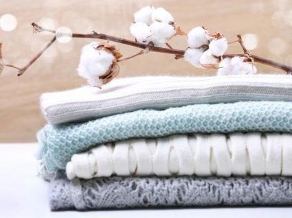 lavar peças de roupa de algodão