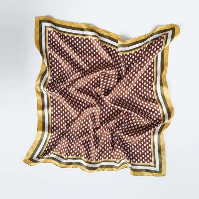 lenço estampado às bolinhas da Zara