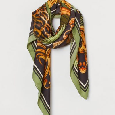 Lenço verde e leopardo da H&M