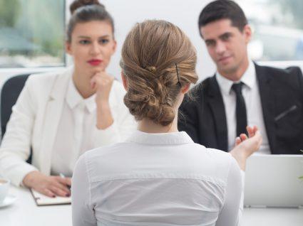 mulher entrevista emprego