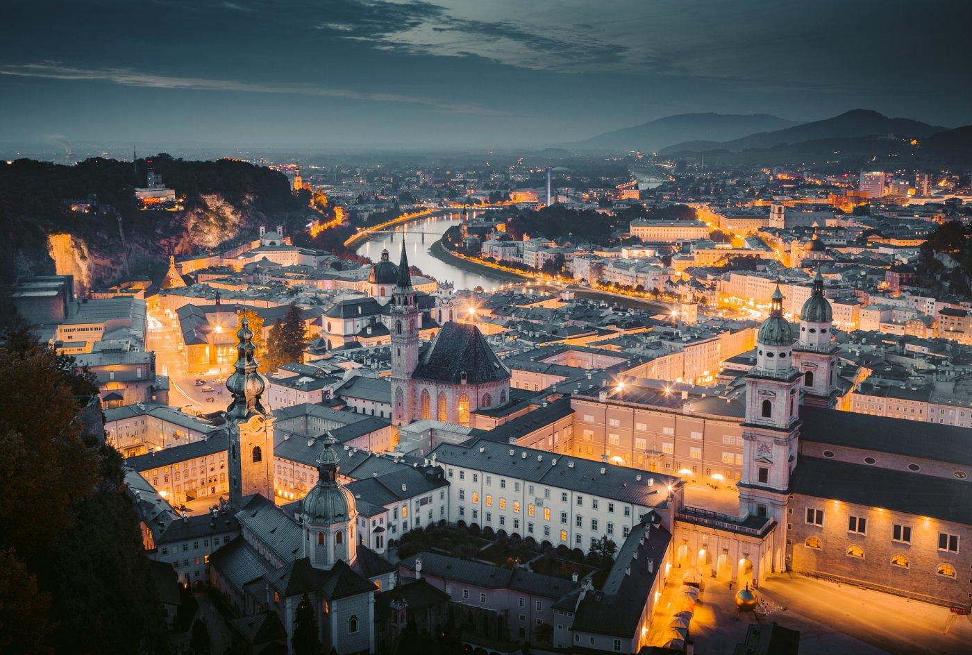 Vista de Salzburgo à noite