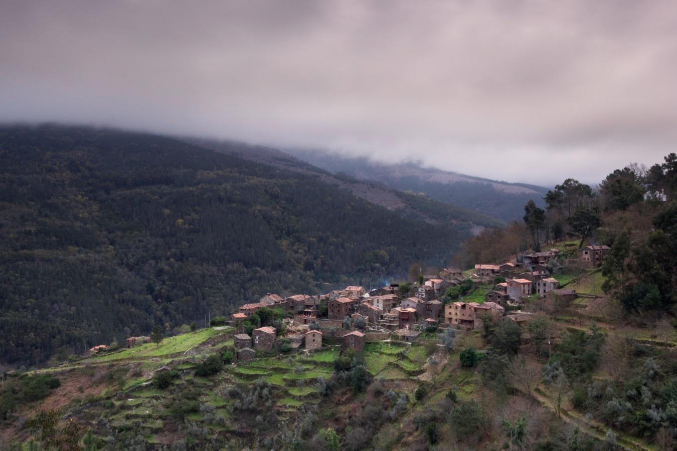 Vista aérea da aldeia de Talasnal