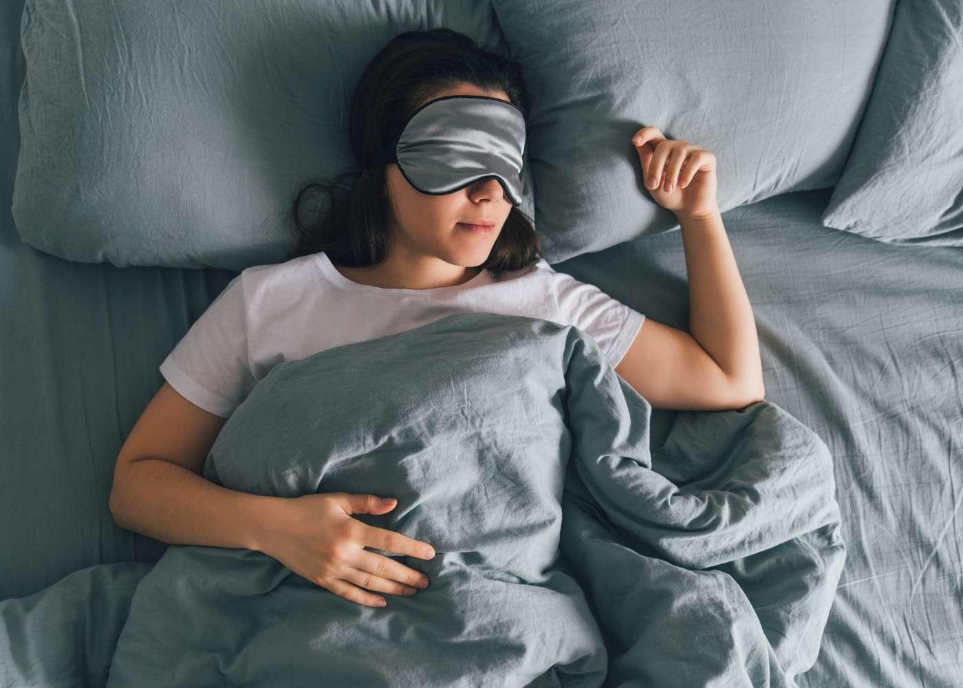 mulher que sofre de apneia do sono