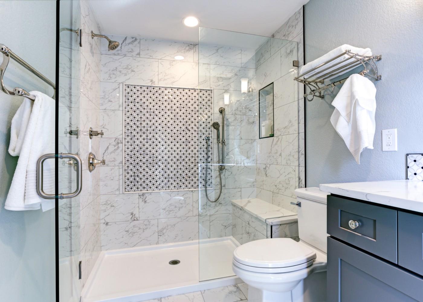 casa de banho com poliban com banco