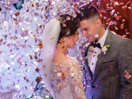 Noivos em festa de casamento
