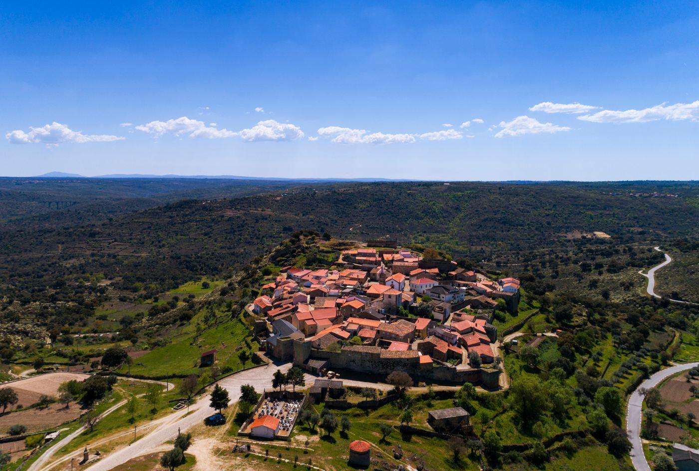 vista da aldeia histórica de castelo mendo